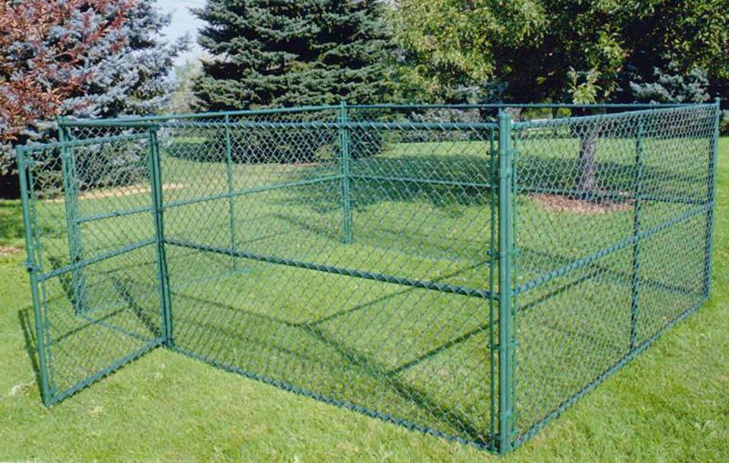Green Chain Link Dog Kennel